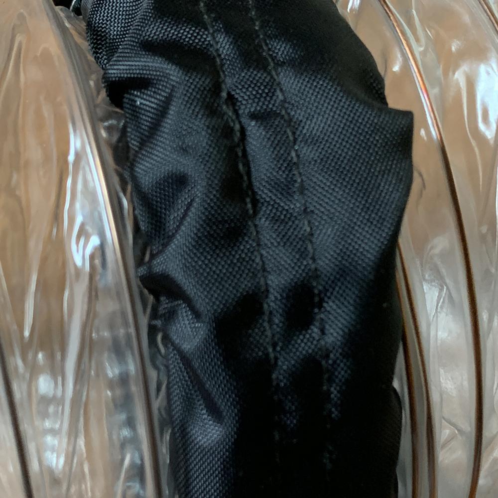 素材は汚れが付きにくいナイロン製